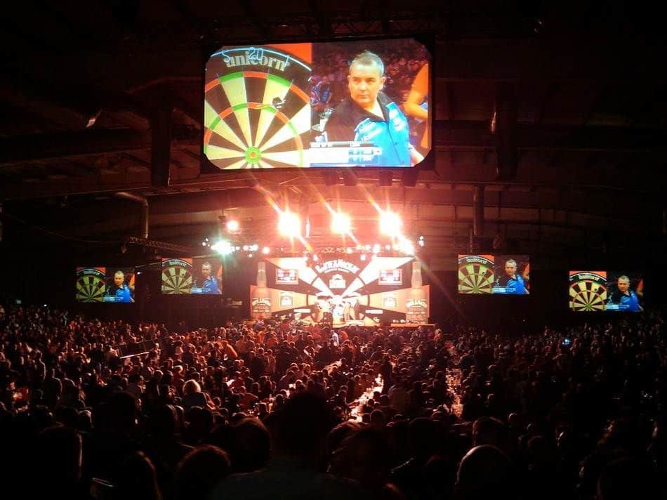 Game of professional darts